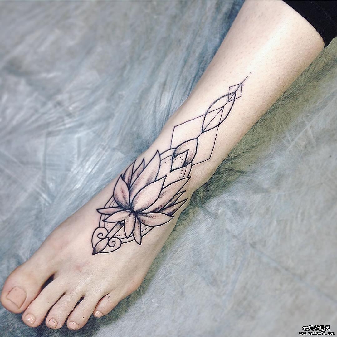脚背线条简约纹身图案