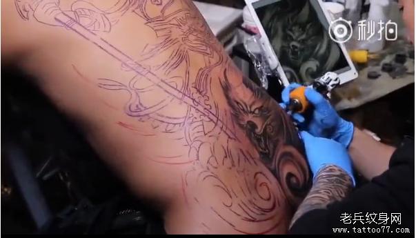 武汉专业纹身店兵哥打造满背二郎神纹身过程