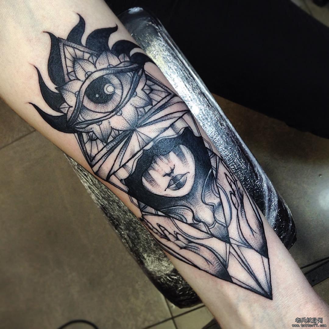手臂美女纹身线条分享展示