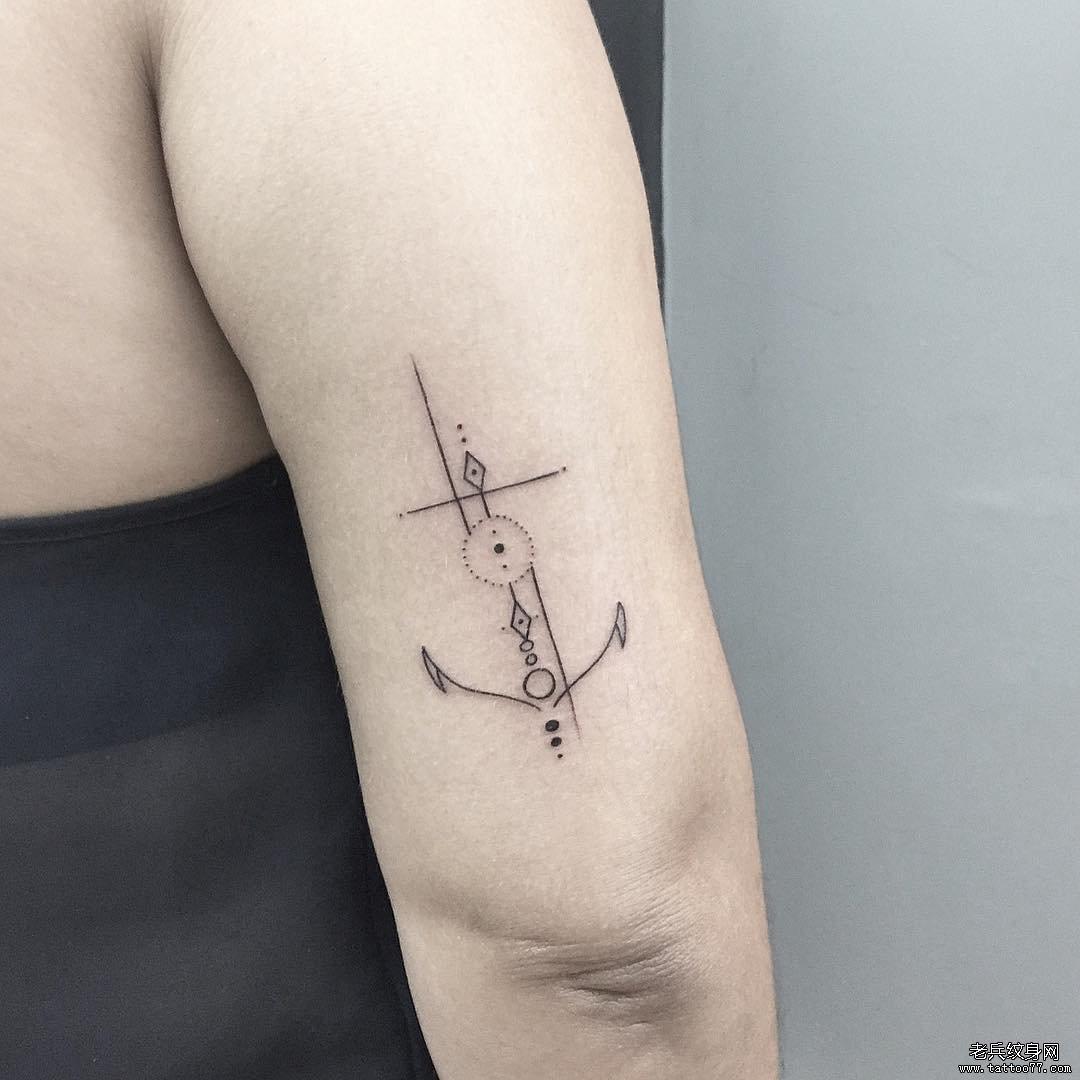 手臂简约线条船锚纹身图案