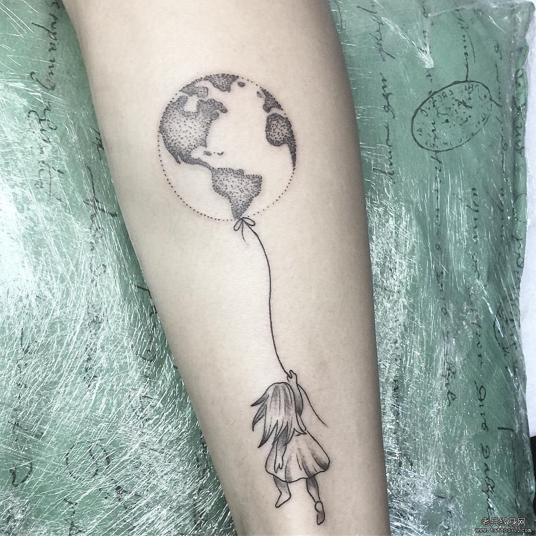 女孩地球点刺纹身