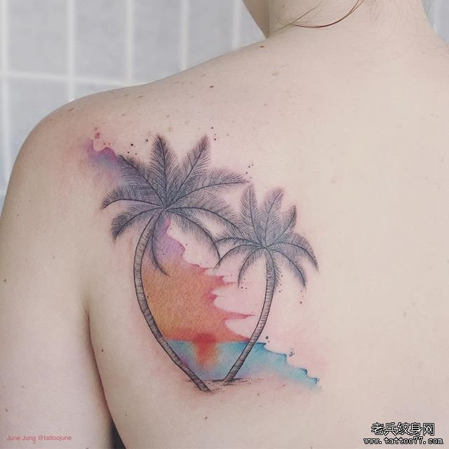 后背简约椰子树纹身