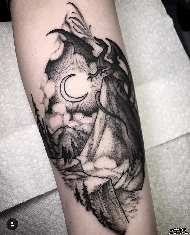 脚腕树叶月亮纹身作品