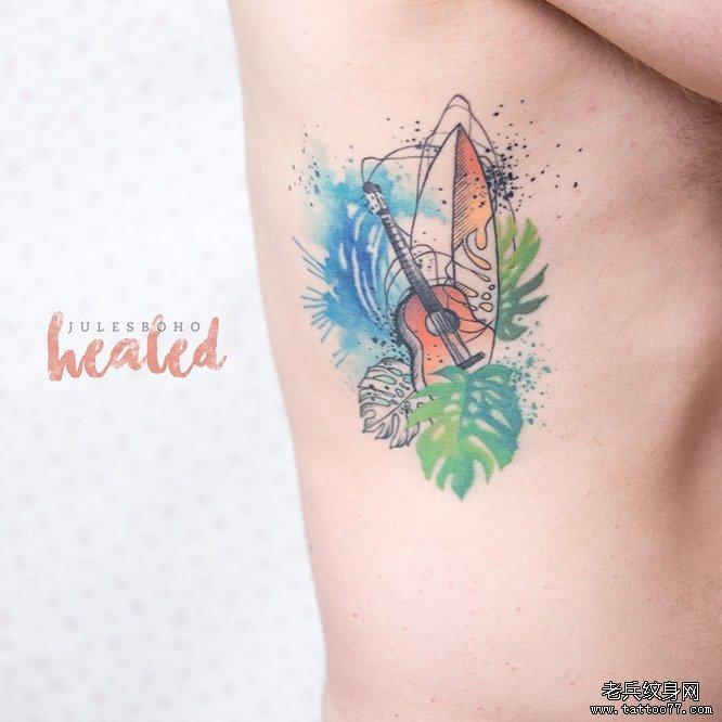 后背色彩花卉纹身图案