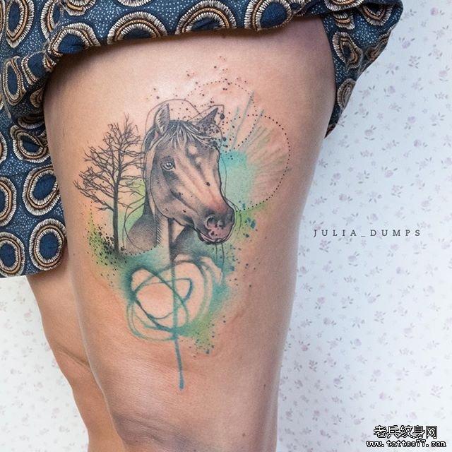 大腿色彩马纹身图案