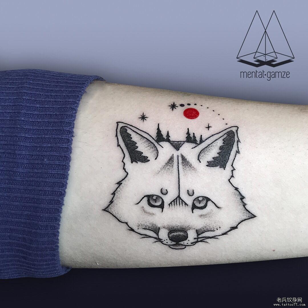 手臂简约狐狸纹身图案