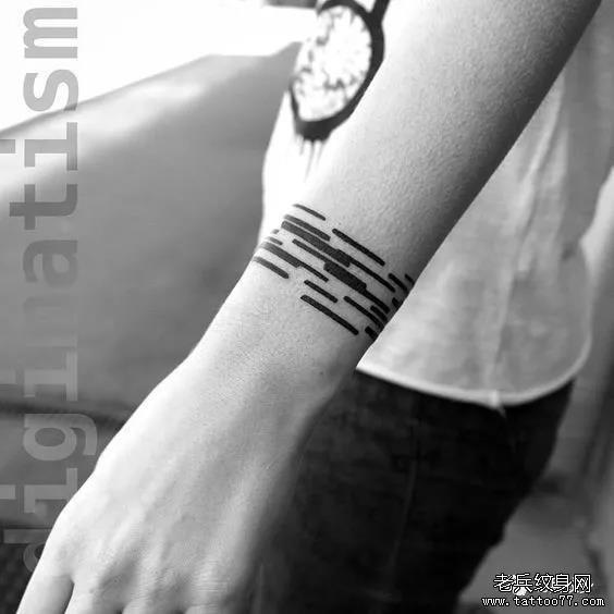 男生炫酷纹身手环,帅到没盆友!图片