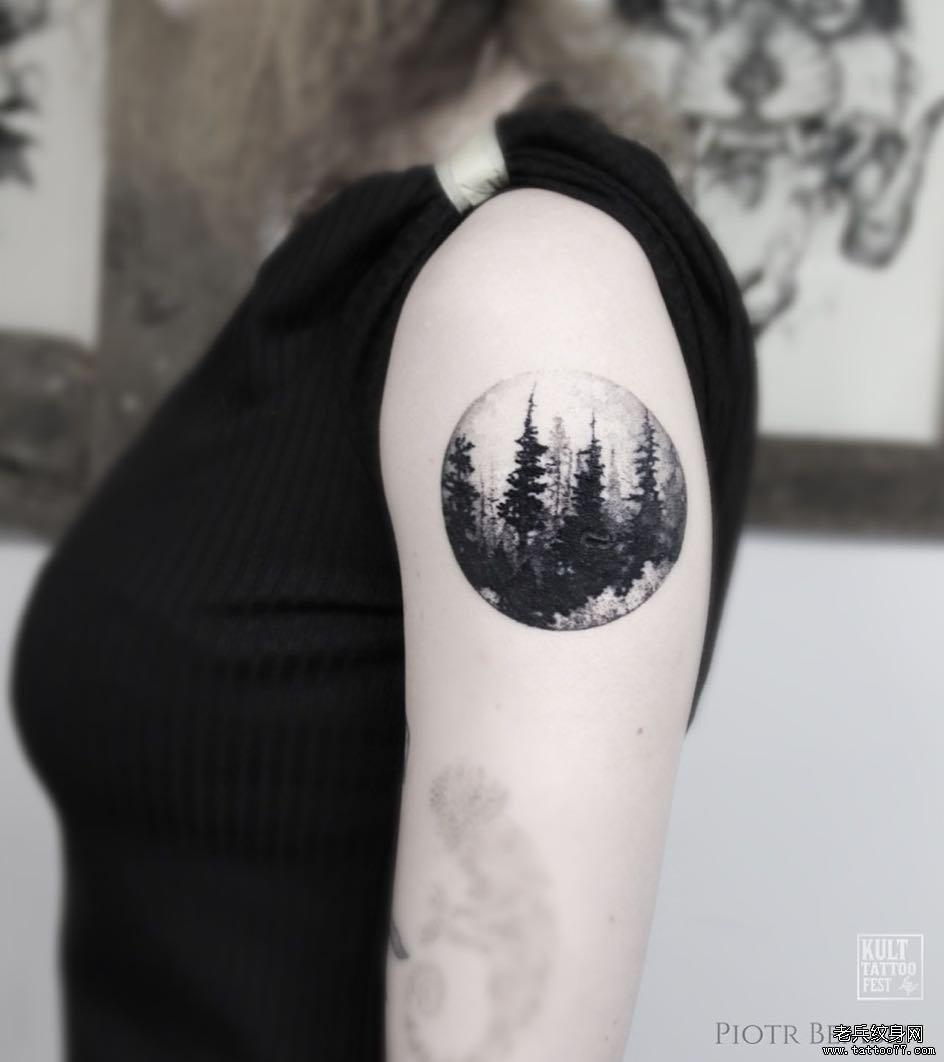 黑灰大臂圆圈风景纹身图案