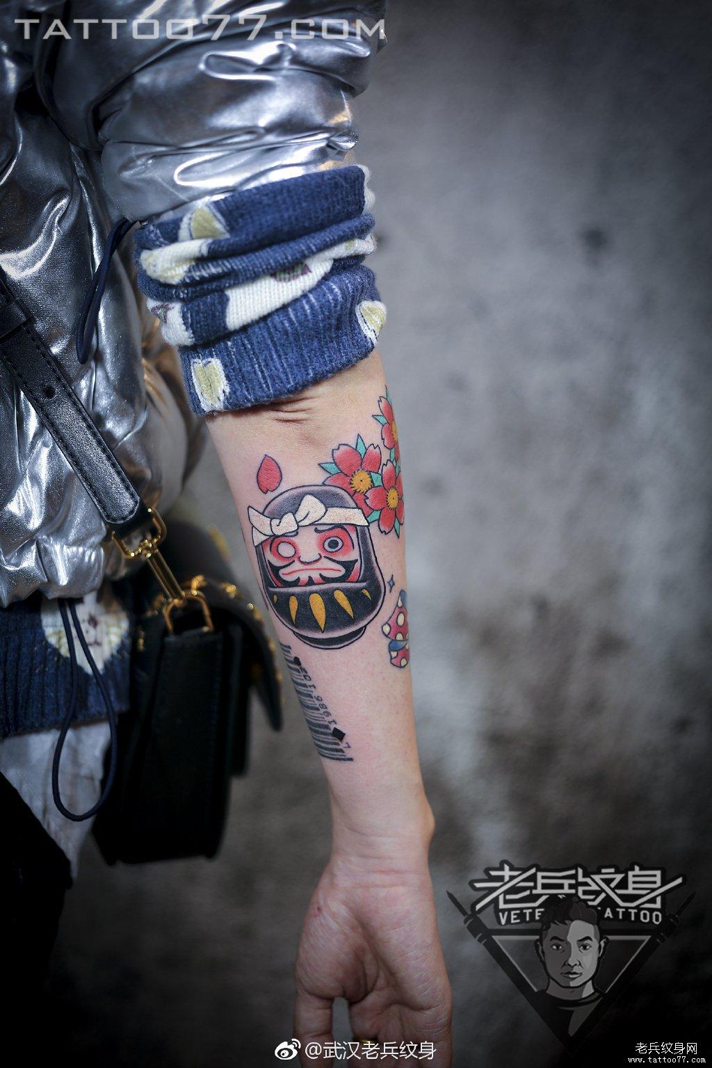 色彩日式达摩纹身作品图案