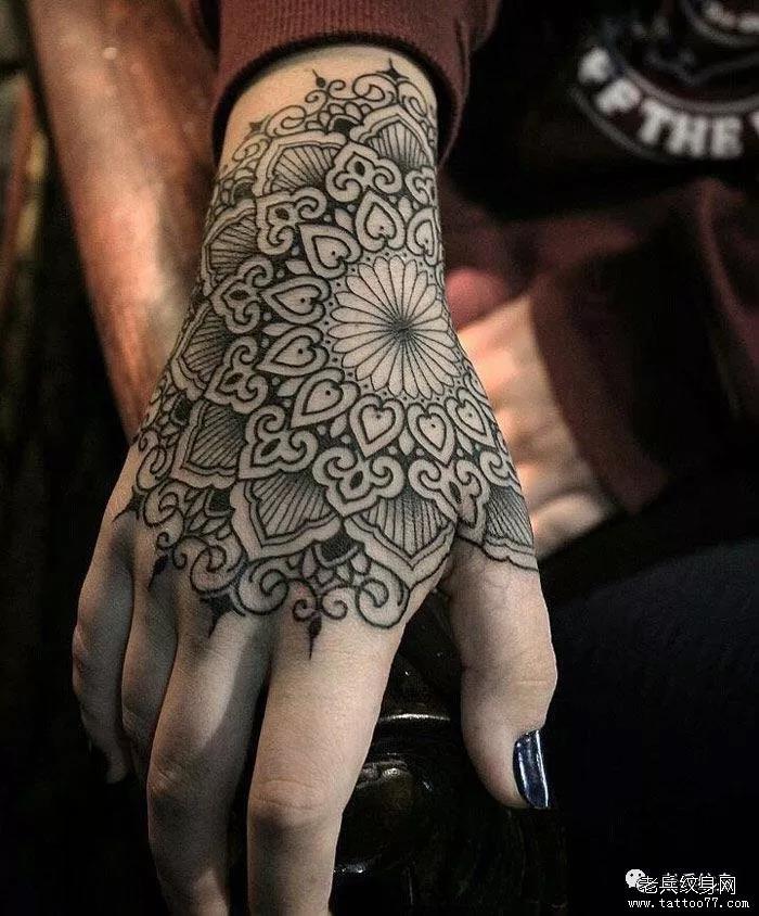 手背纹身花样多,你愿意怎么做就怎么做!
