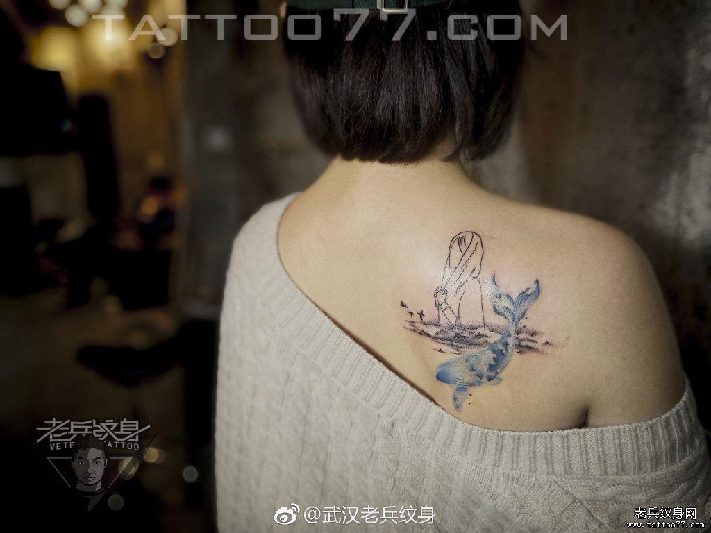 色彩女郎钟表玫瑰大臂纹身作品图片