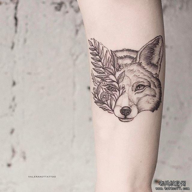 暂停播放          黑灰点刺狼风景手臂纹身图案