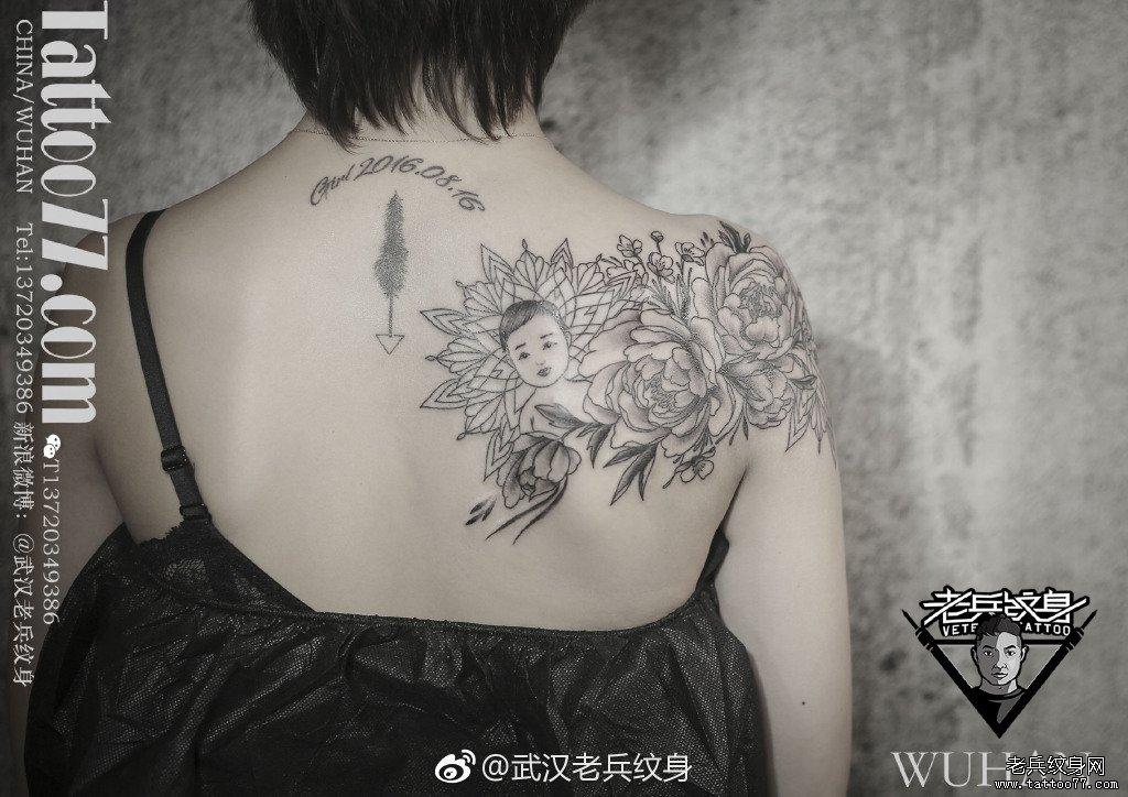 黑灰花朵梵花肖像简笔画肩胛纹身作品图片