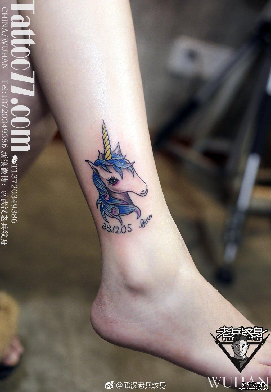 色彩独角兽脚踝纹身作品