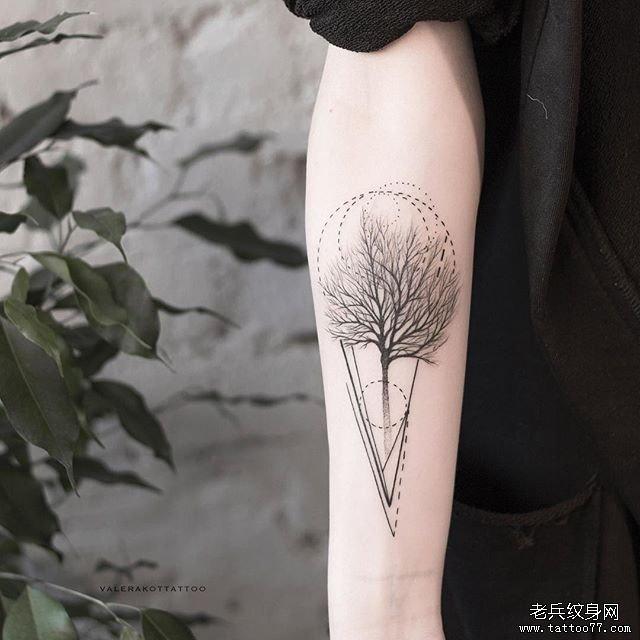 黑灰线条树几何手臂纹身图案