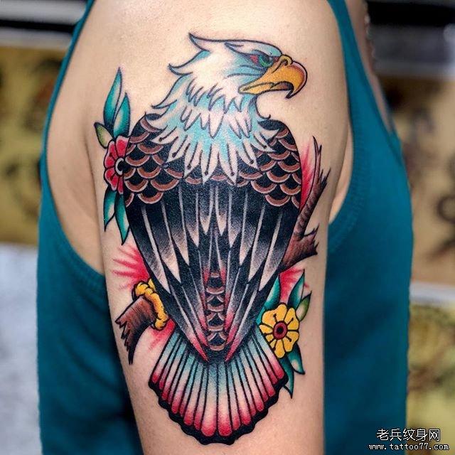 色彩鹰手臂纹身图案