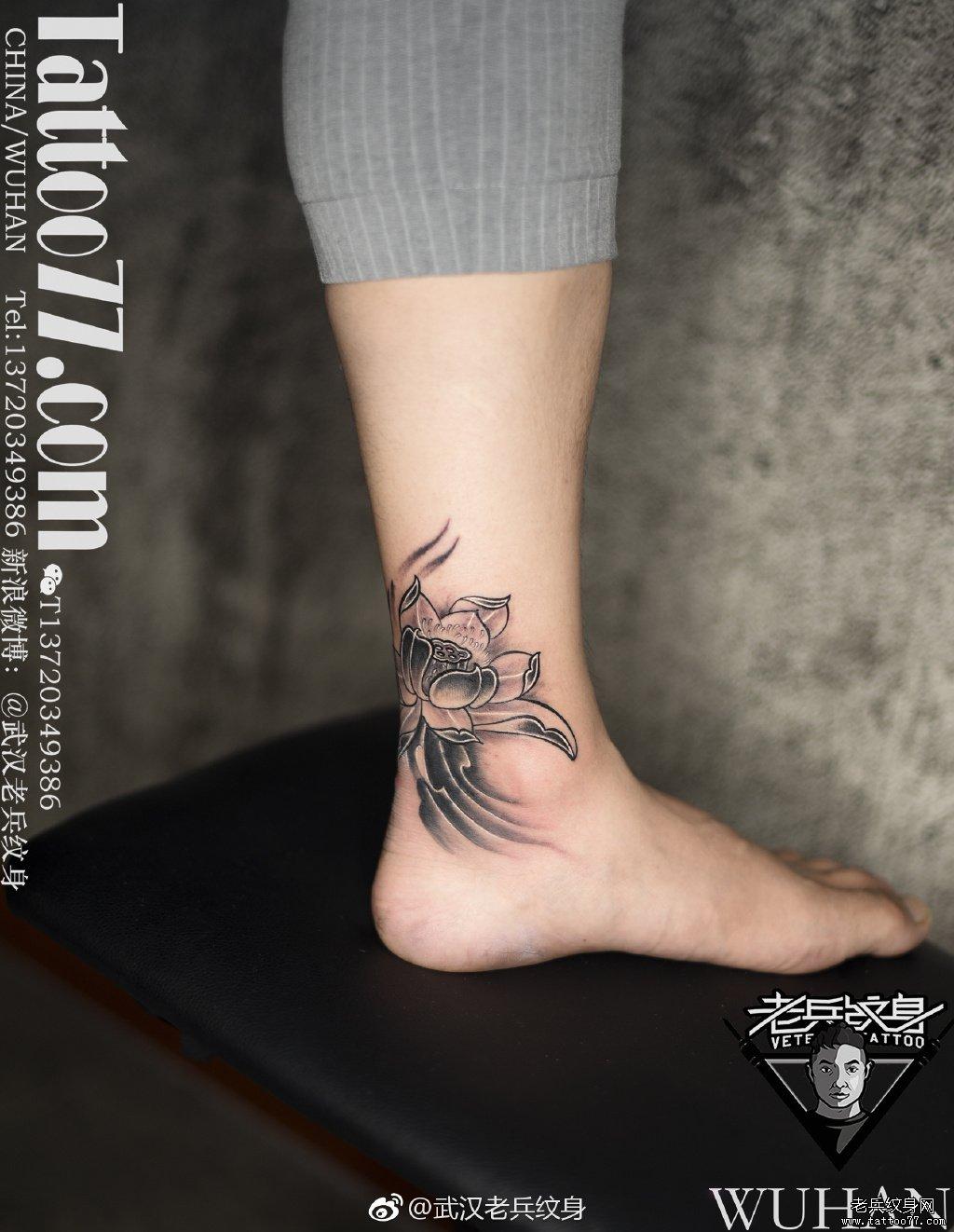 脚踝莲花纹身图案