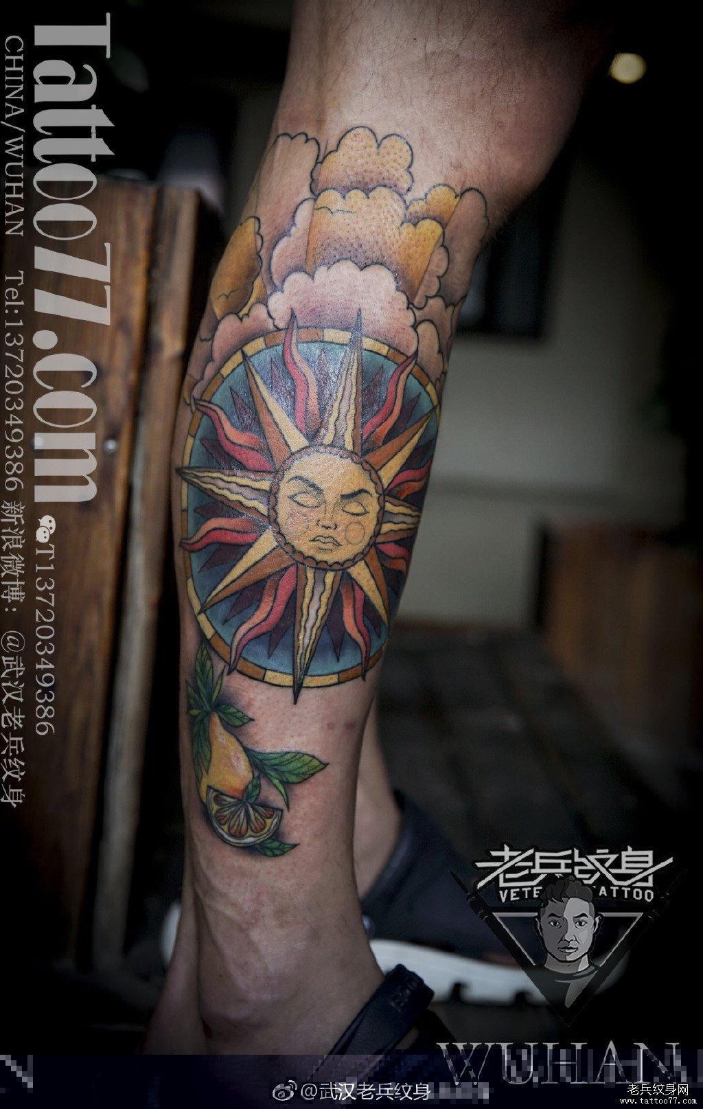 小腿色彩太阳纹身图案