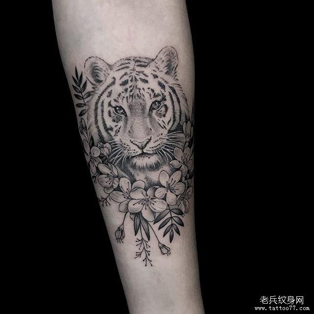 手臂小清新玫瑰纹身图案