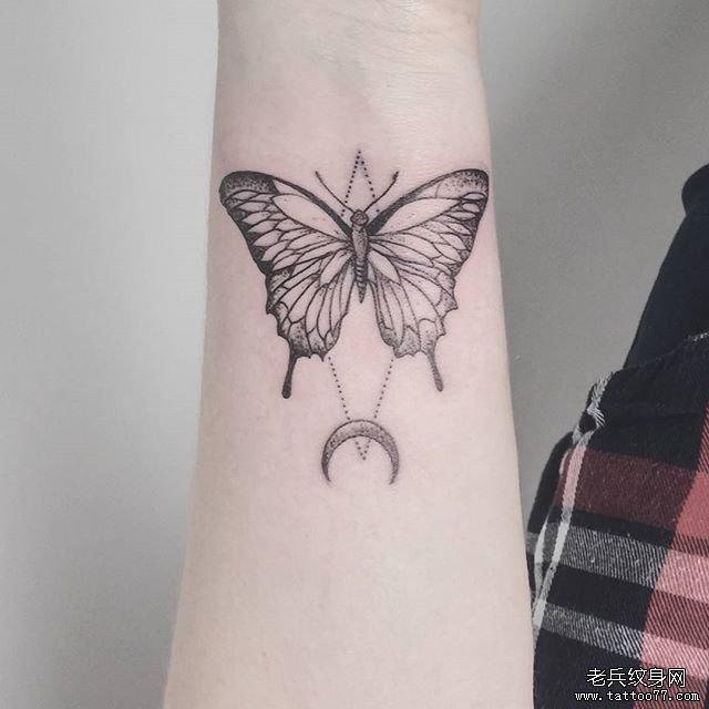 小臂蝴蝶纹身图案图片