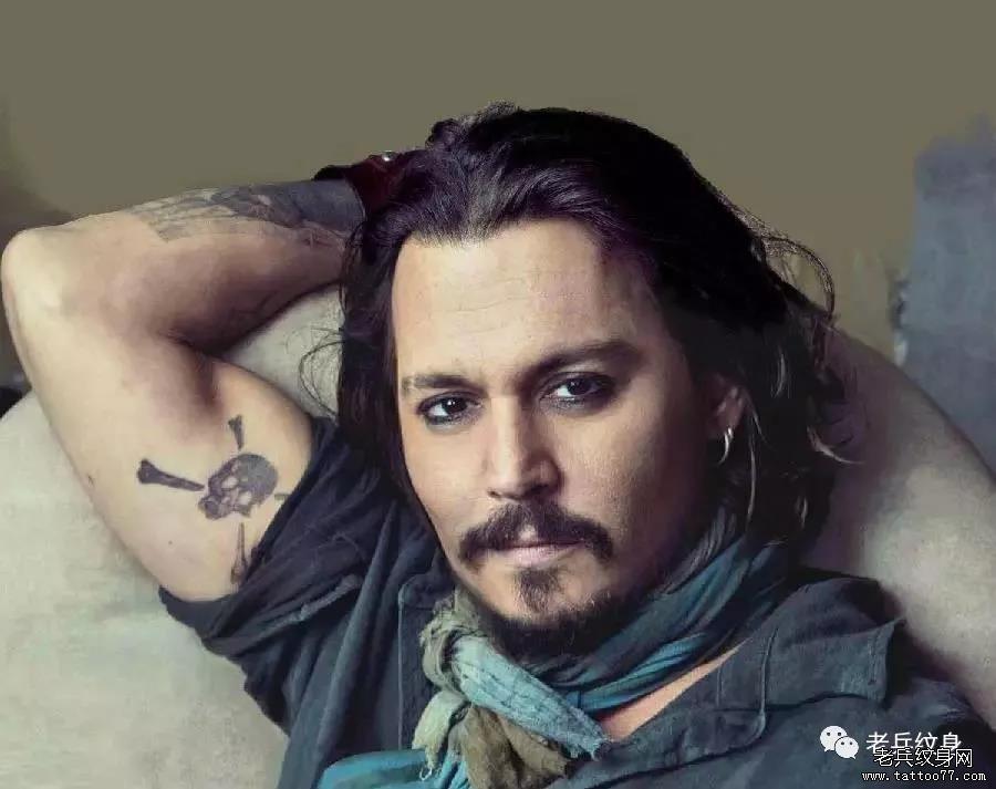 """有个很大的纹身图案 他坦言这是他和妻子""""爱的纹身"""" 陆毅属兔,鲍蕾属"""