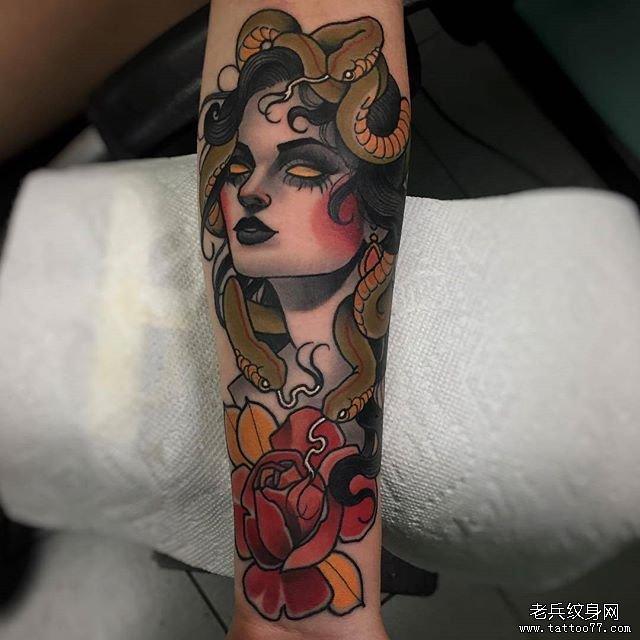手背狗狗兔子纹身图案图片