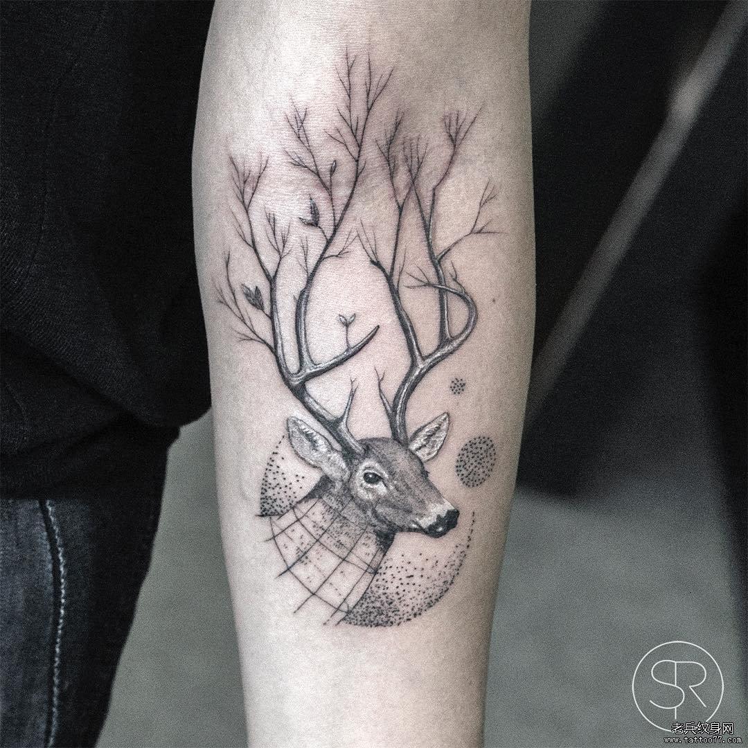手臂黑灰鹿纹身图案图片