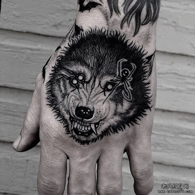 手背狼纹身图案