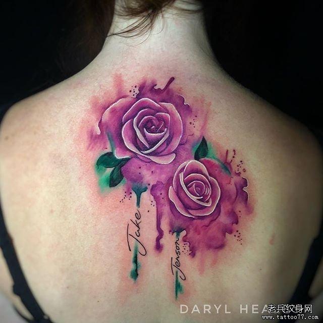 后背色彩花朵纹身图案图片