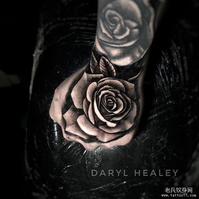 手背玫瑰纹身图案