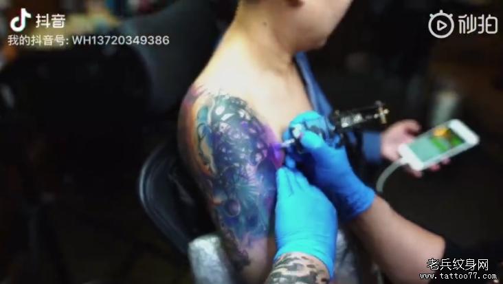 大臂色彩女郎纹身视频