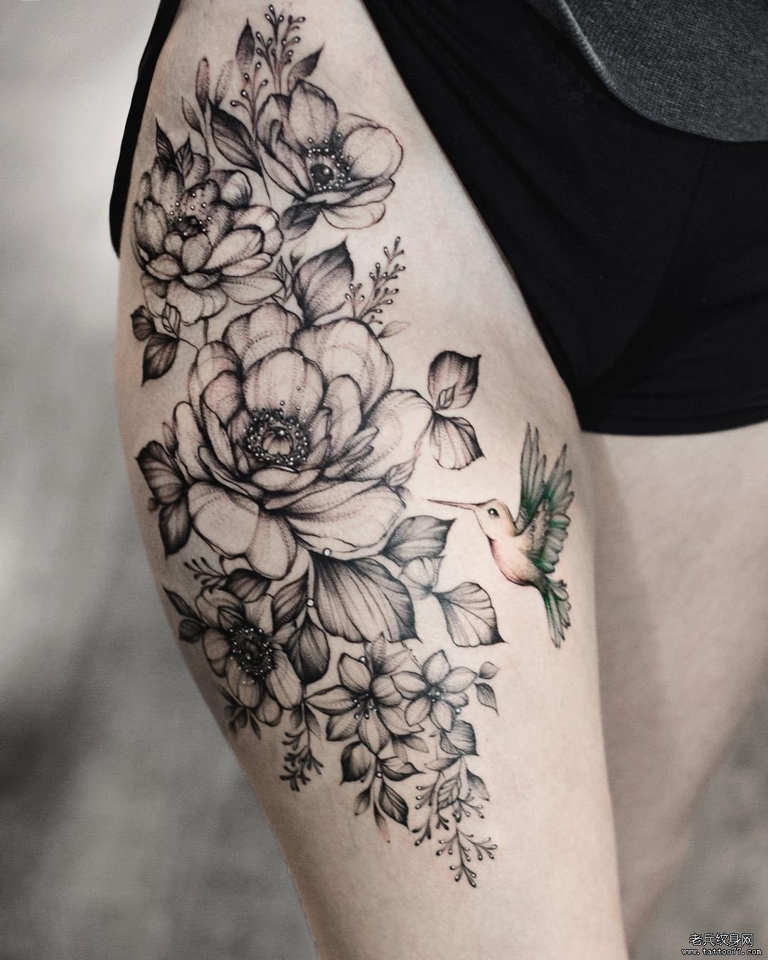 大腿花卉小鸟纹身图案