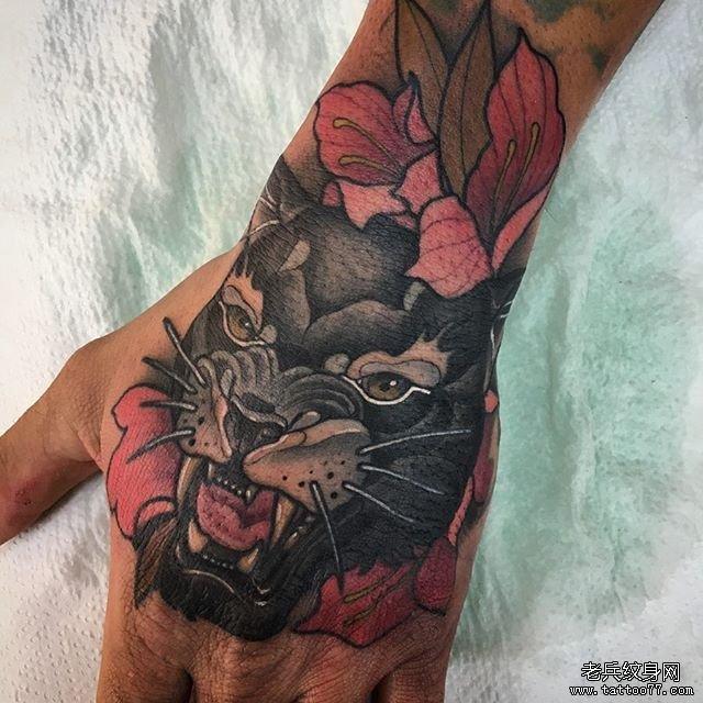 手背彩色豹子纹身手稿图案