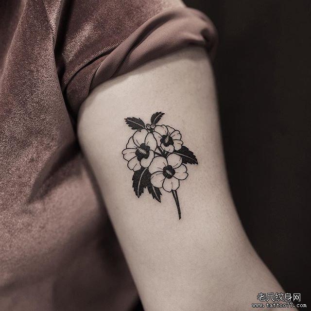 肩膀彩色牡丹花纹身图案
