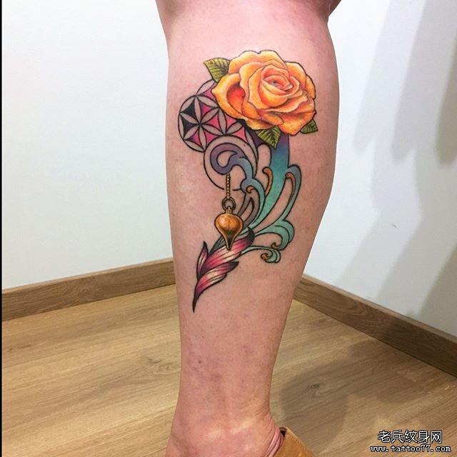 小腿彩色玫瑰花纹身图案