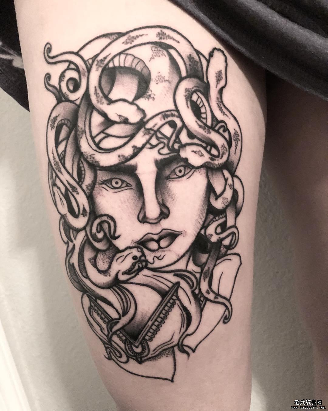 黑灰扑克牌玫瑰花纹身图案图片