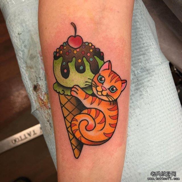 彩色考拉玫瑰花纹身图案