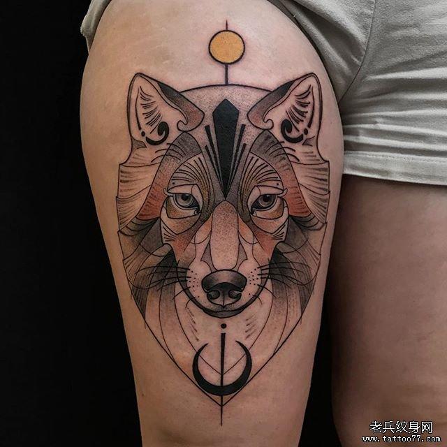 大腿彩色狐狸纹身图案