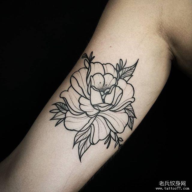 手臂线条牡丹花纹身图案