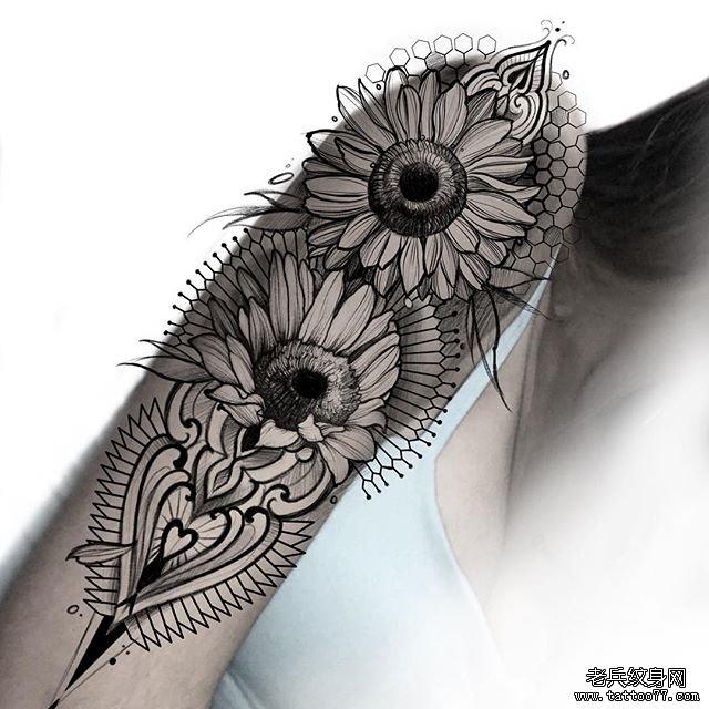 手臂黑灰向日葵梵花纹身图案