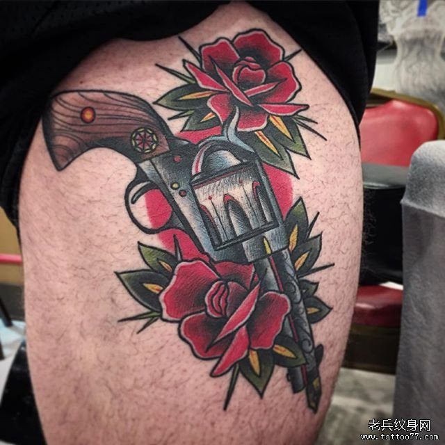 大腿school枪玫瑰花纹身图案